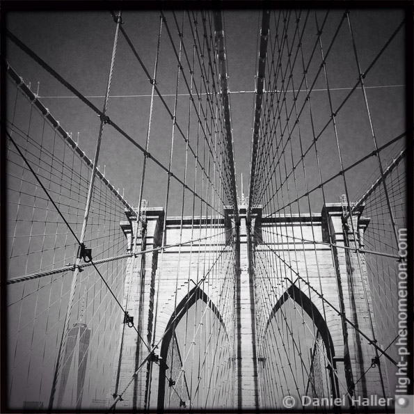 Brooklyn Bridge, light-phenomenon.com, Daniel Haller