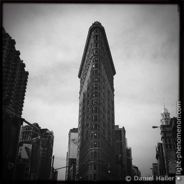 Flatiron Building, light-phenomenon.com, Daniel Haller