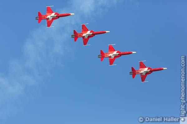 Patrouille Suisse, Northrop F-5E Tiger II, Swiss Army, Thun meets Army & Air Force - Daniel Haller, light-phenomenon.com, 20161022-thun_army-7092