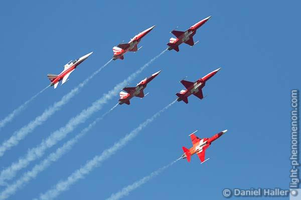 Patrouille Suisse, Northrop F-5E Tiger II, Swiss Army, Thun meets Army & Air Force - Daniel Haller, light-phenomenon.com, 20161022-thun_army-7244