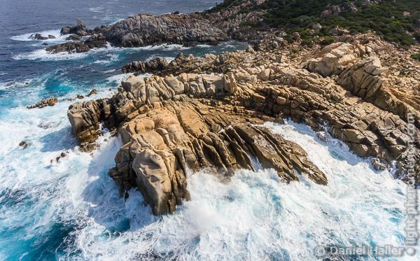Felsformationen an der Küste Korsikas, Kameradrohne: DJI Phantom 4, Luftaufnahme, corse-0005, Copyright: Daniel Haller, light-phenomenon.com
